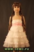 Нарядное платье для девочки молочное с розовым бантом на 3-4 года.