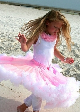 платье с длинной пышной юбкой из фатина
