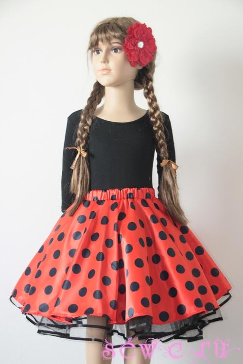 Красная юбка для ребенка