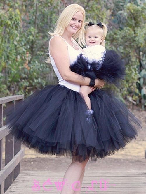 Смотреть юбке мамка и дочка